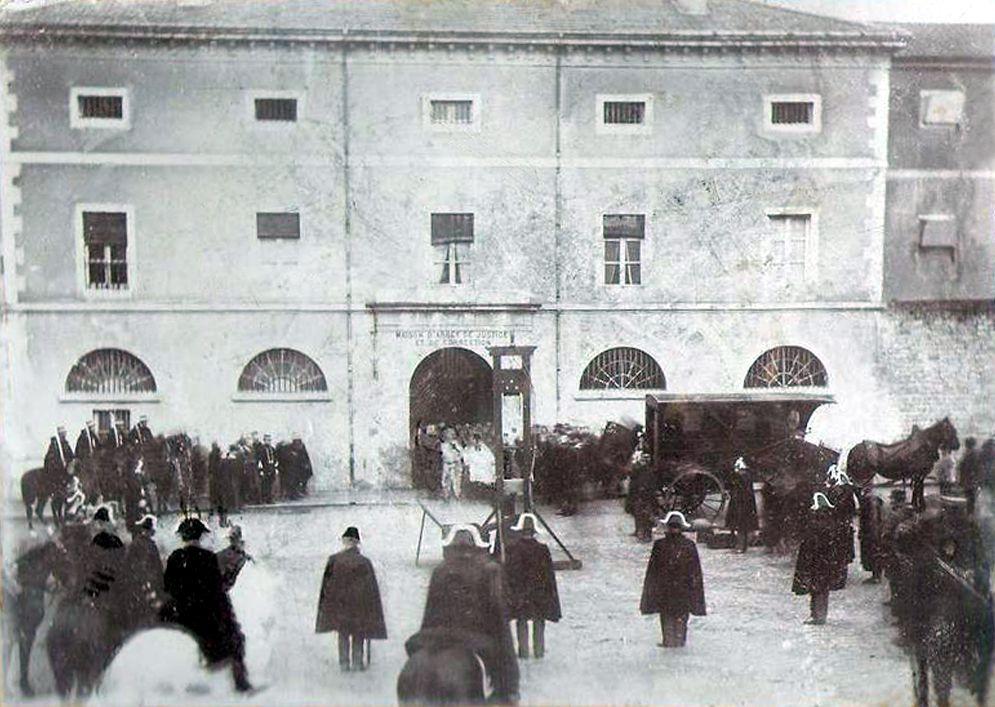 การใช้กิโยตินประหารต่อหน้าสาธารณชน ที่เมือง Lons-le-Saunier ในปี 1897, wikipedia
