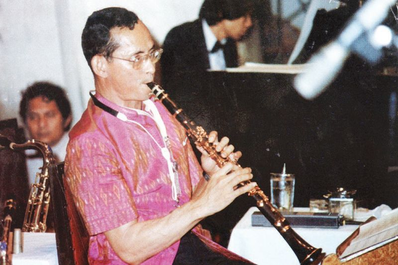 king-rama-ix-with-clarinet